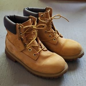 Classic Timberland Boots in 'Wheat Nubuck' - 5M